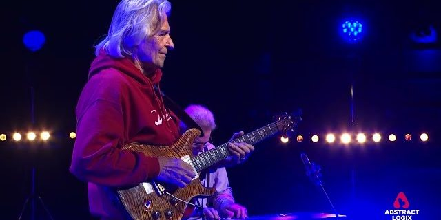 John McLaughlin: Straight No Chaser (Thelonious Monk)